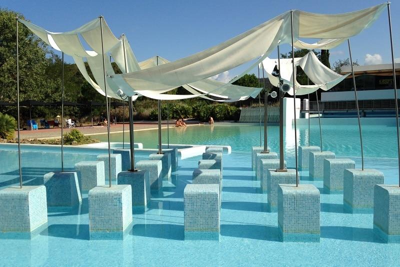 Le Rocchette piscina