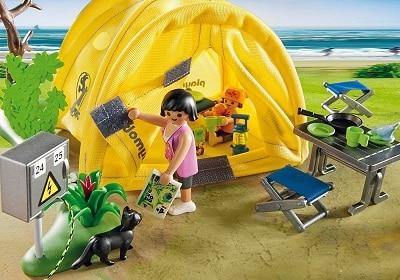 famiglia-in-campeggio-playmobil