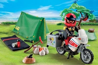 motociclista-in-campeggio