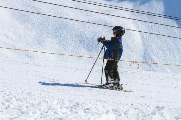 bambino-a-sciare